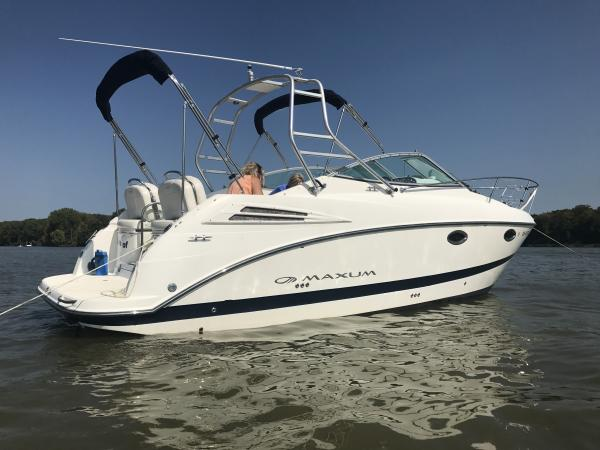 Loving our 2008 2700 maxum chillin on the river